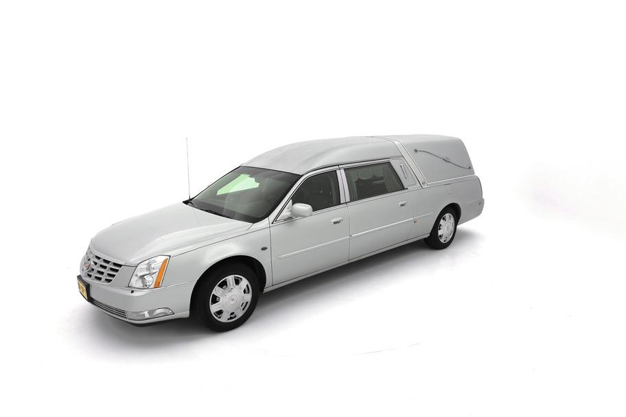 Cadillac DTS zilvergrijs